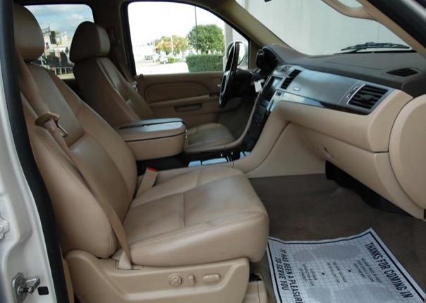 Used 2010 Cadillac Escalade LUXURY HYBRID AWD-LOW MILES FROM TEXAS | Mundelein, IL