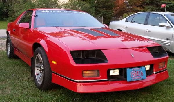 1986 chevrolet camaro iroc z28 well maintained 305 v8. Black Bedroom Furniture Sets. Home Design Ideas