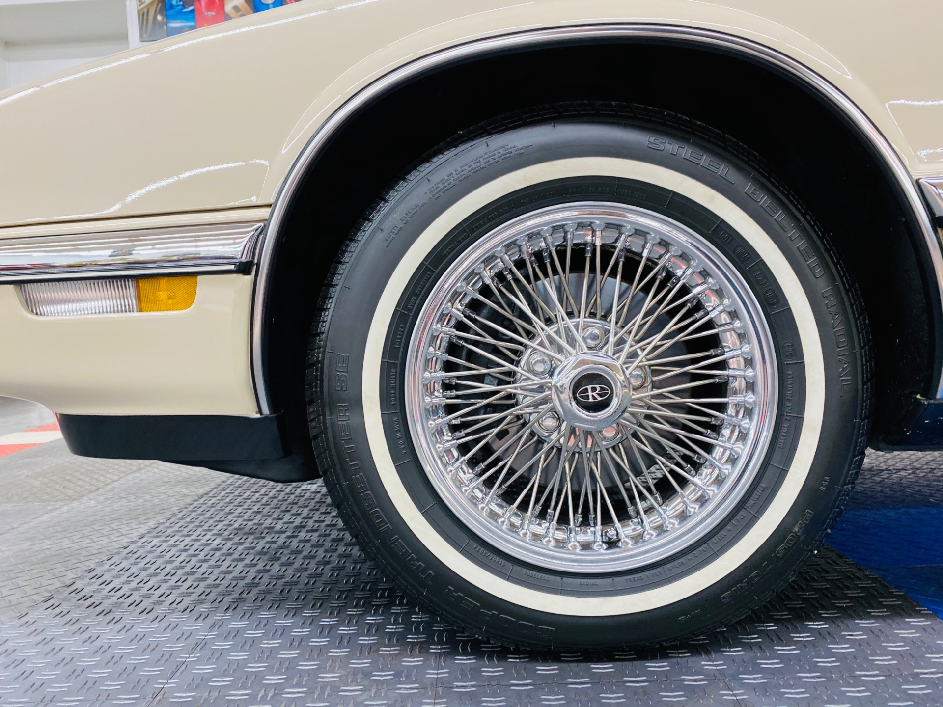Used 1992 Buick Riviera - LIKE NEW CONDITION - FULL SERVICE RECORDS - SUPER CLEAN - SEE VIDEO -   Mundelein, IL