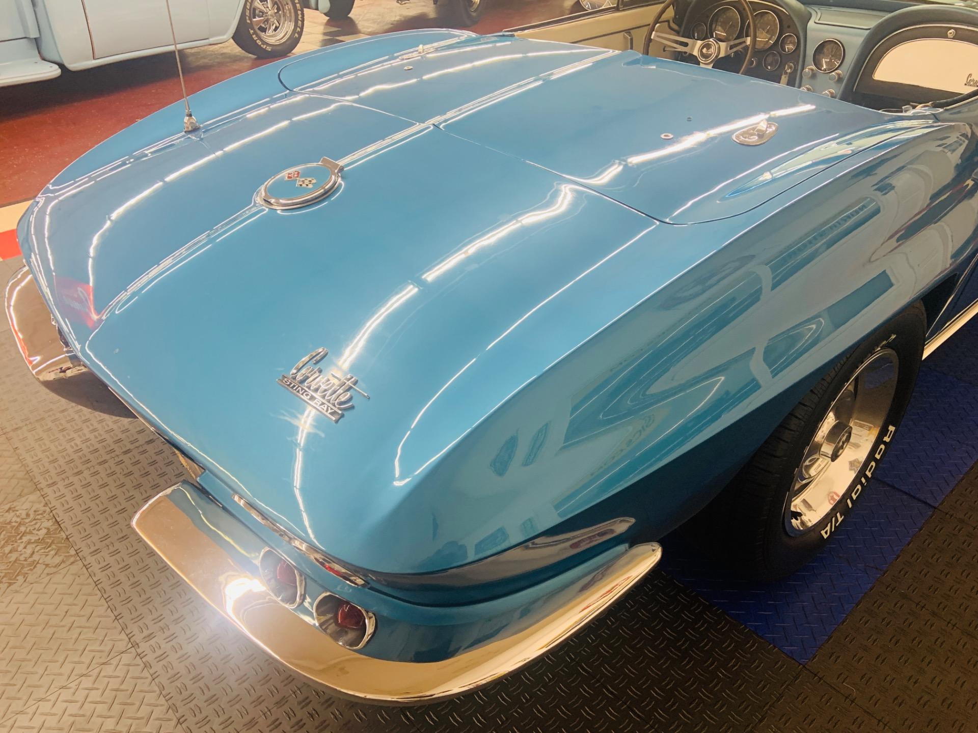Used 1967 Chevrolet Corvette - CONVERTIBLE - TWO TOPS - 327 V8 -   Mundelein, IL