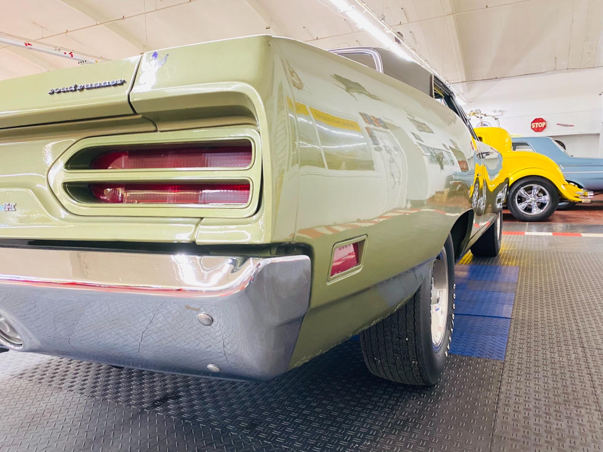 Used 1970 Plymouth Roadrunner - FACTORY V CODE 440 6 PACK -AIR GRABBER- CLEAN ORIGINAL FLOORS-  SEE VIDEO | Mundelein, IL