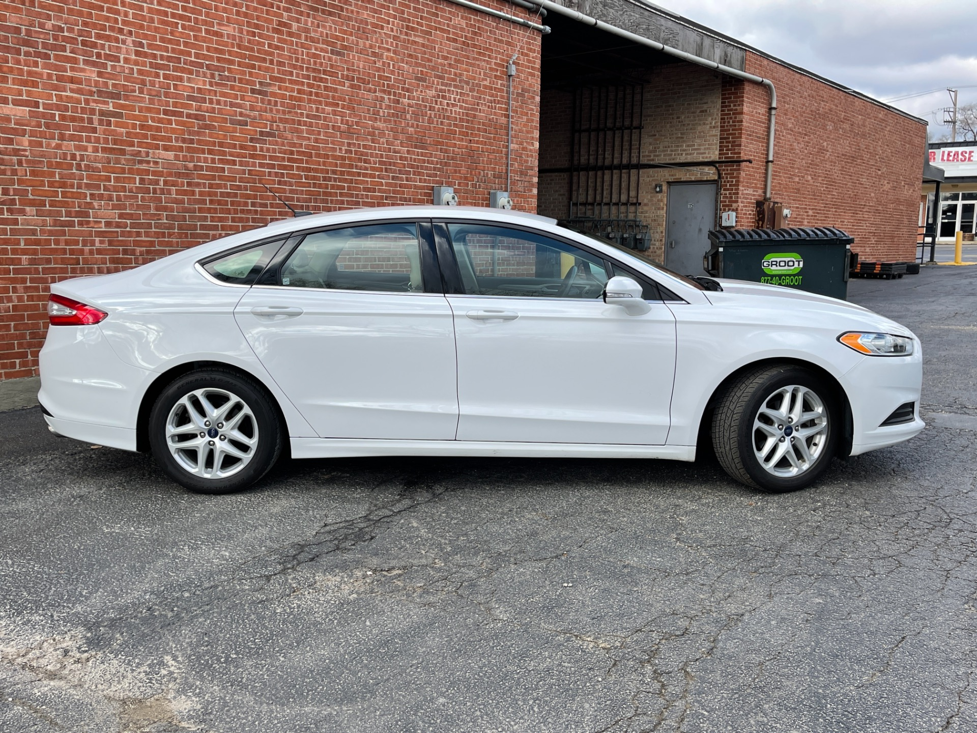 Used 2014 Ford Fusion - SE - ONE OWNER - LOW AVERAGE MILES - SEE VIDEO | Mundelein, IL