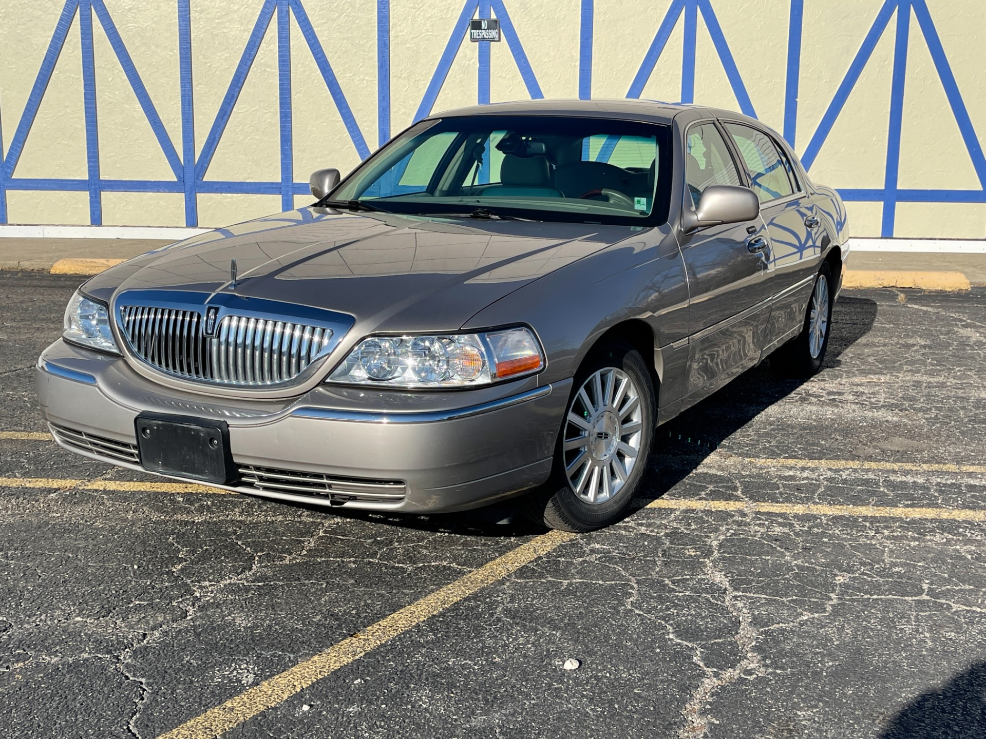 Used 2003 Lincoln Town Car Signature - SEE VIDEO | Mundelein, IL