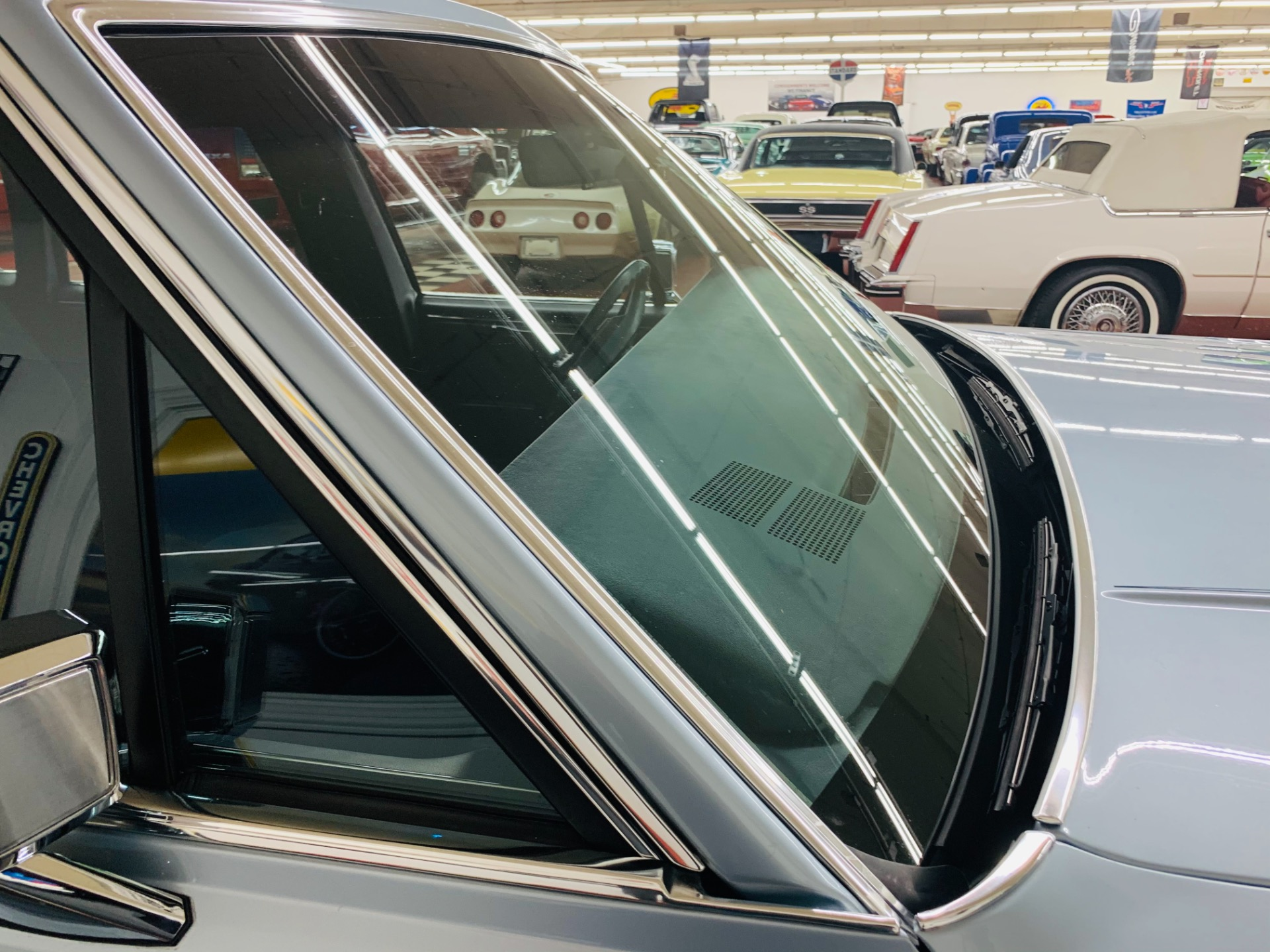 Used 1988 Lincoln Town Car -SUPER LOW MILES - LIKE NEW CONDITION - | Mundelein, IL
